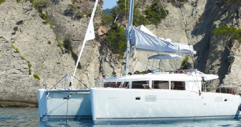 Rental Catamaran in Alimos - Lagoon Lagoon 450 F