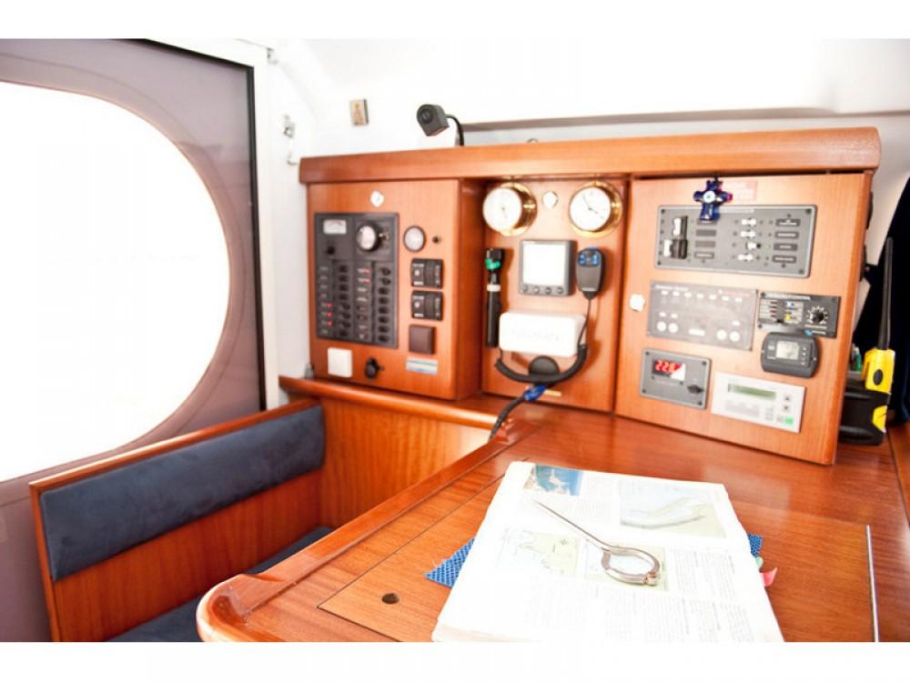 Boat rental Alimos Marina cheap Nautitech 47