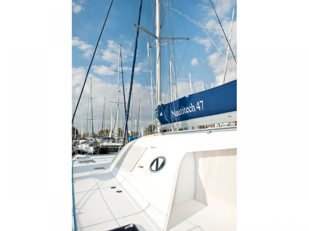 Hire Catamaran with or without skipper Nautitech Álimos