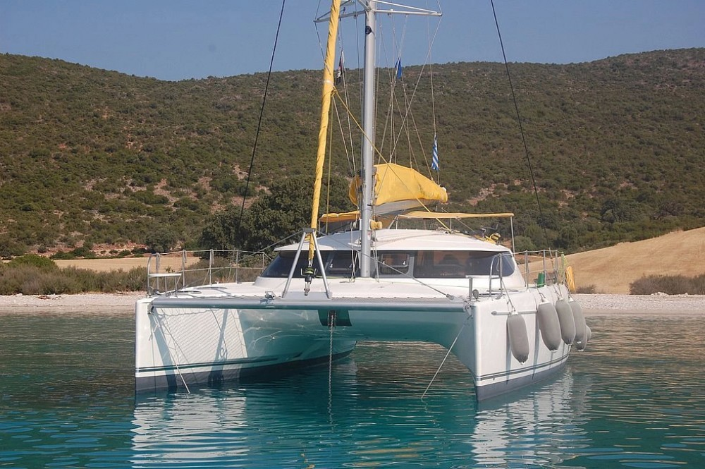 Boat rental Fountaine Pajot Lavezzi 40 in Piraeus on Samboat