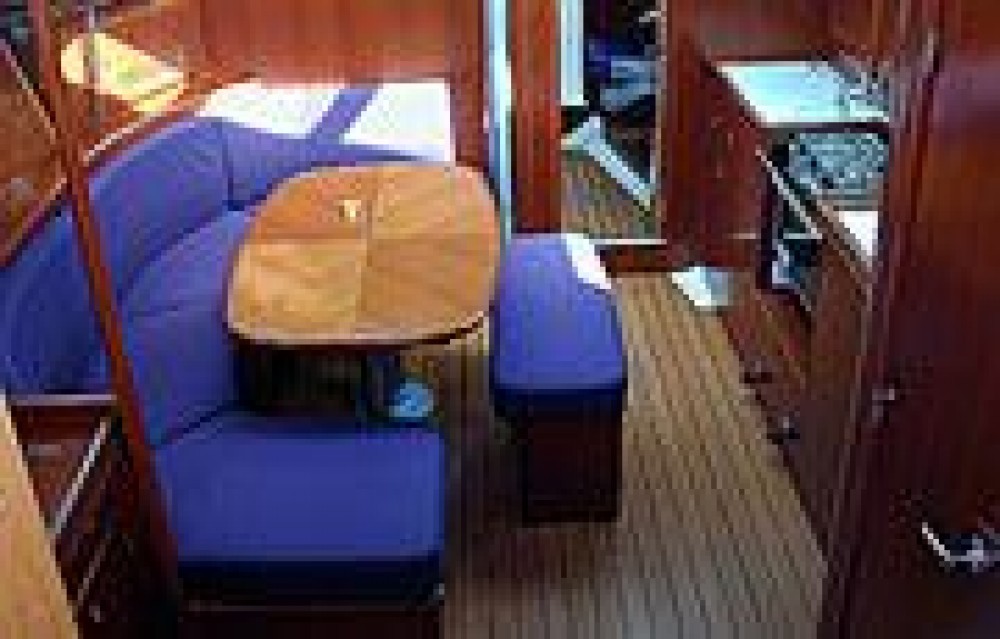 Bénéteau Oceanis 37 between personal and professional Laurium