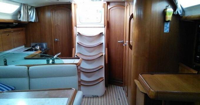 Boat rental Jeanneau Sun Odyssey 43 in Lávrio on Samboat