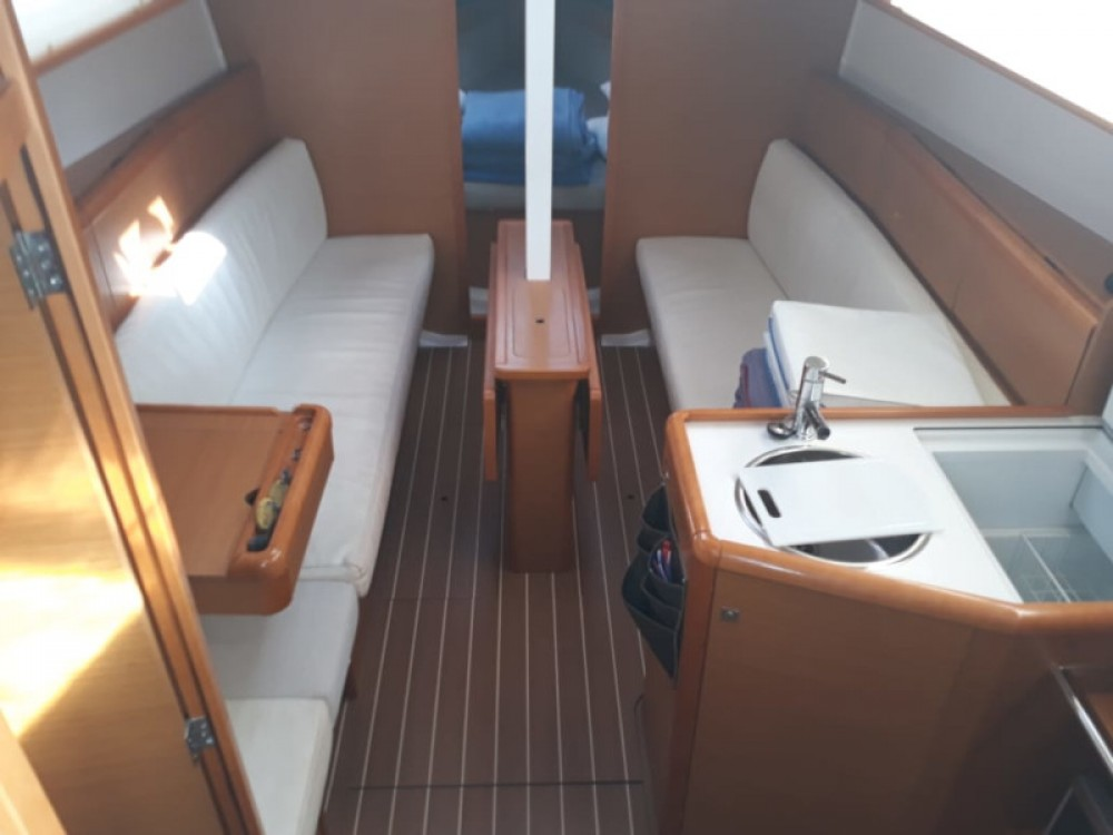 Rental Sailboat in Marina Gouvia - Jeanneau Sun Odyssey 33i