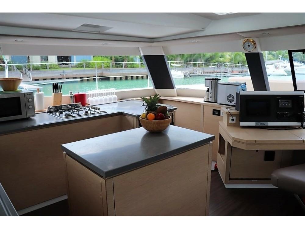 Rental yacht Victoria - Fountaine Pajot Saba 50 [7 CAB] on SamBoat