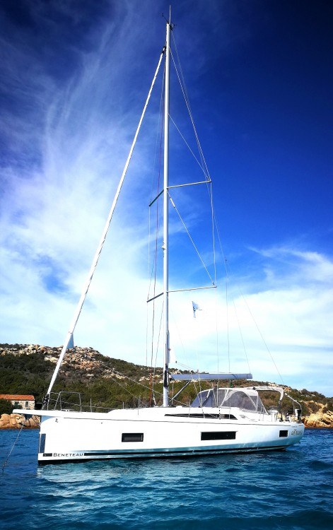 Hire Sailboat with or without skipper Bénéteau Alzachèna/Arzachena