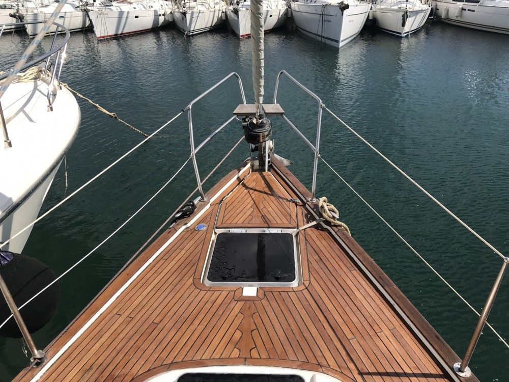 Rental Sailboat in Alimos Marina - Bavaria Bavaria 42 Cruiser