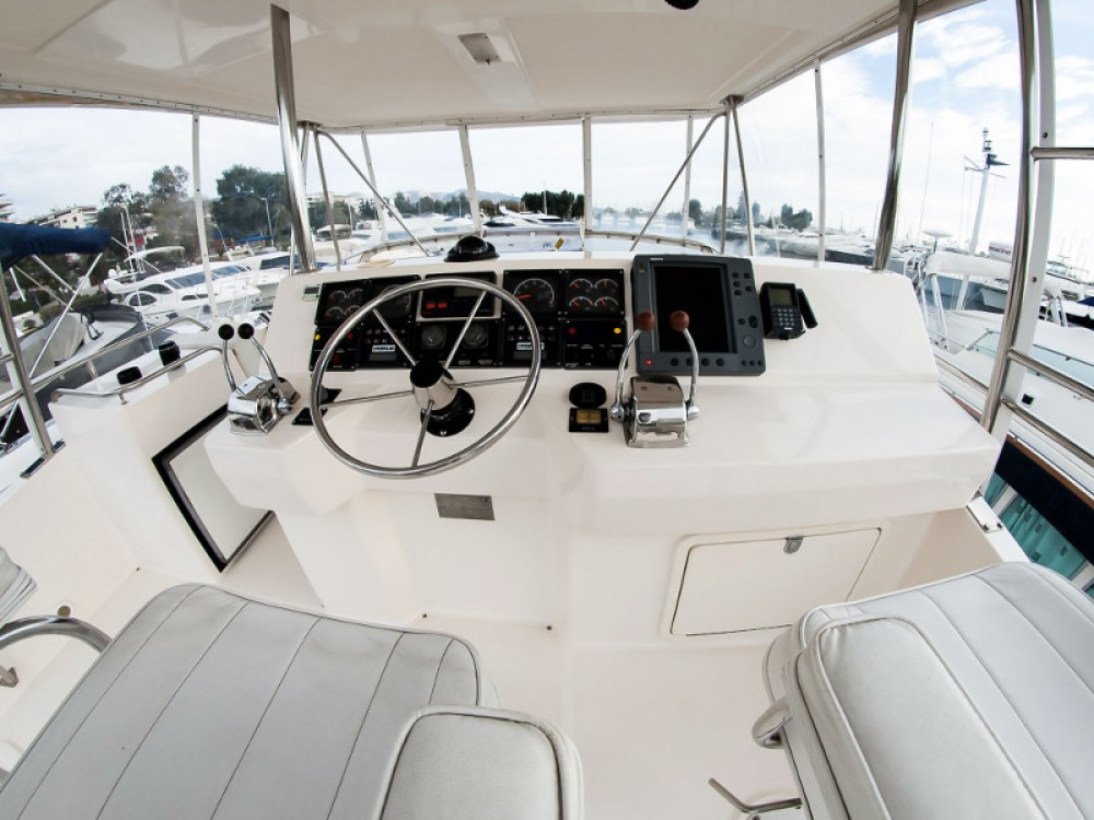 Motorboat for rent Álimos at the best price
