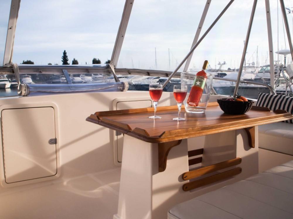 Boat rental Riviera Riviera 48 in Álimos on Samboat