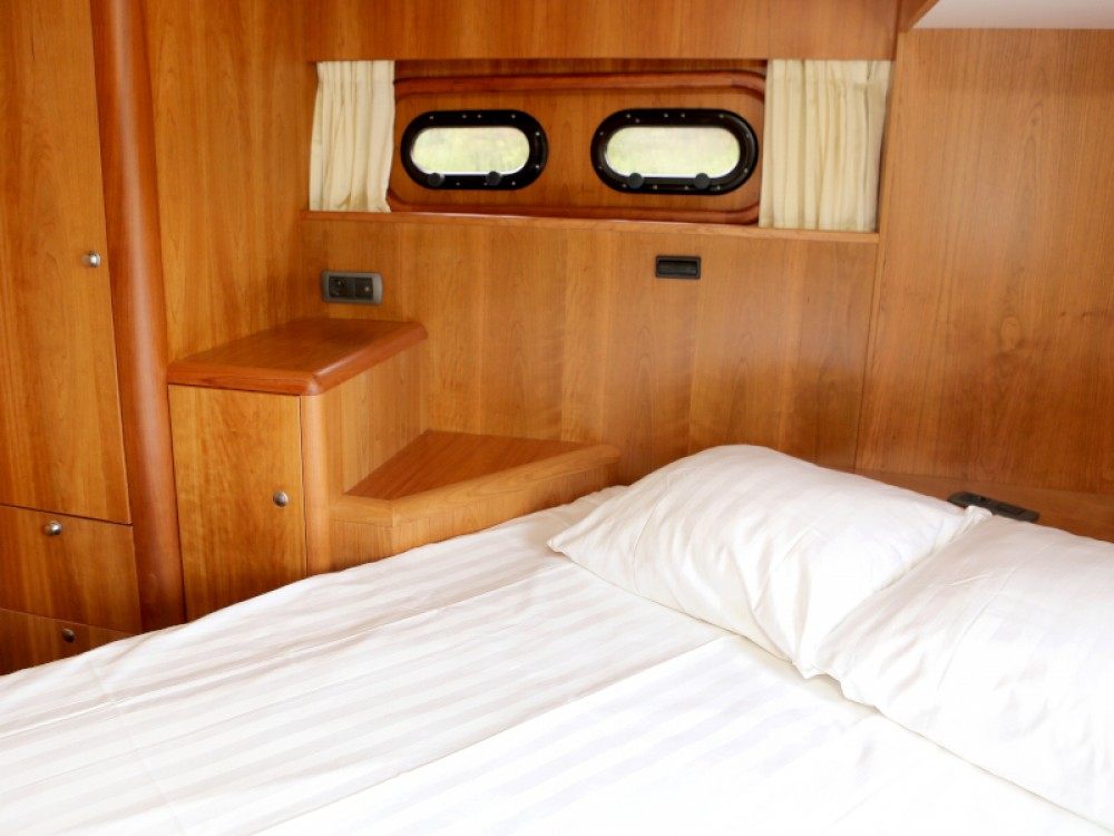 Rental yacht Heukelum -  Pacific Allure 155 on SamBoat