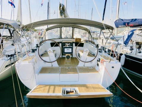 Hire Sailboat with or without skipper Hanse Milna
