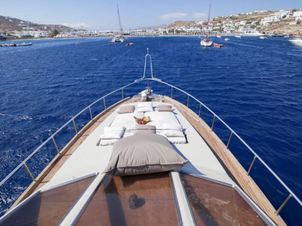 Boat rental Maiora Maiora Fly 58ft in Mykonos on Samboat