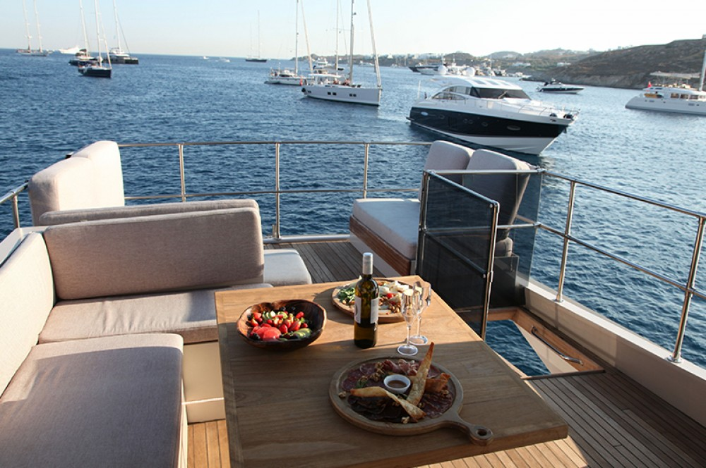 Boat rental Maiora Maiora Renaissance 66/70ft in Mykonos on Samboat