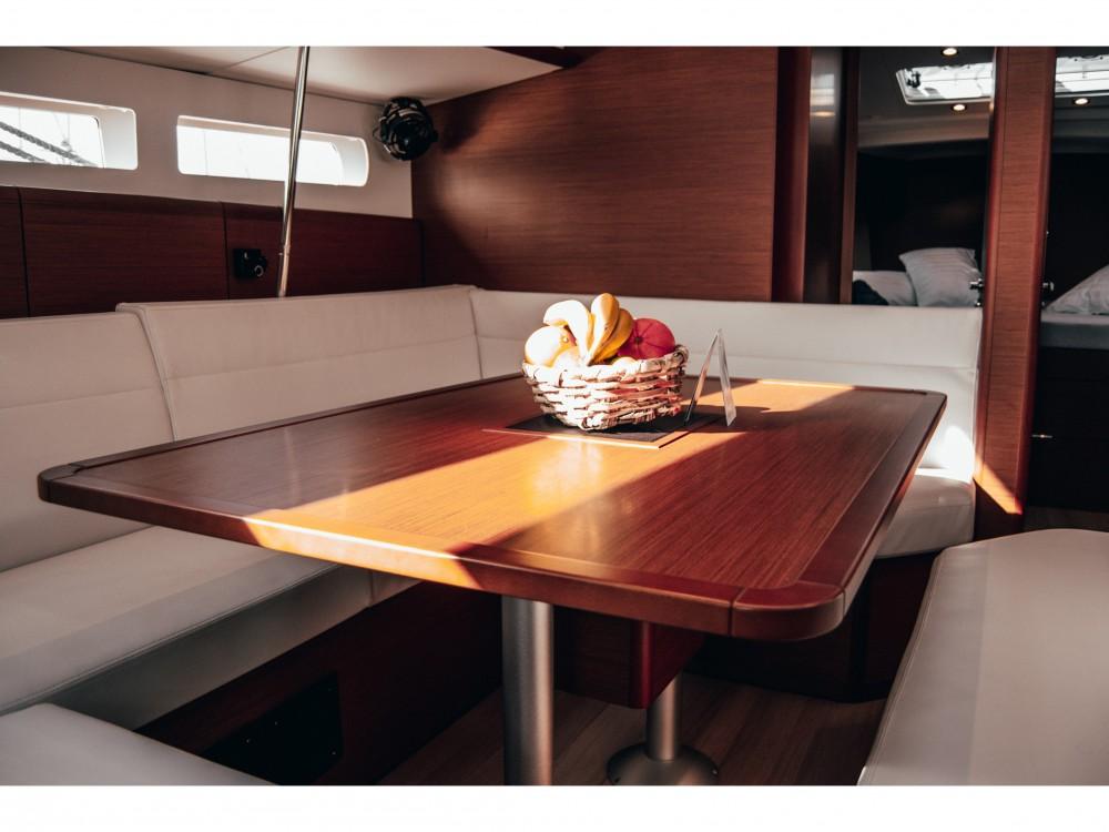 Boat rental Arrecife cheap Sun Odyssey 519