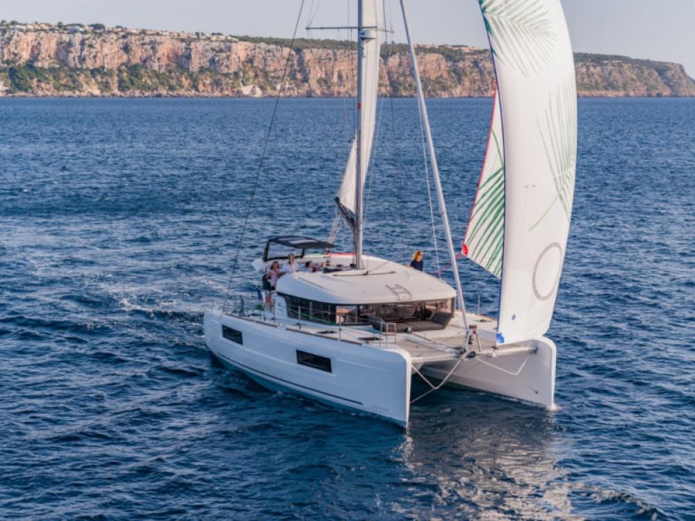Rental Catamaran in Lefkada - Lagoon Lagoon 40