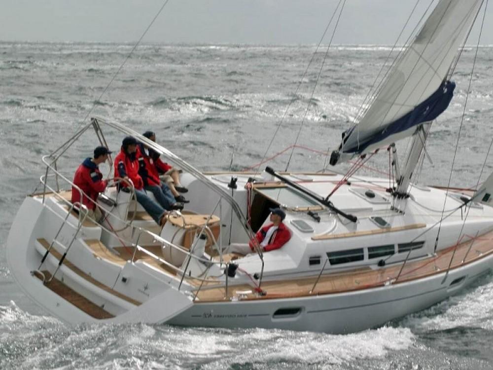 Rental Sailboat in Port Olímpic - Jeanneau Sun Odyssey 42 i