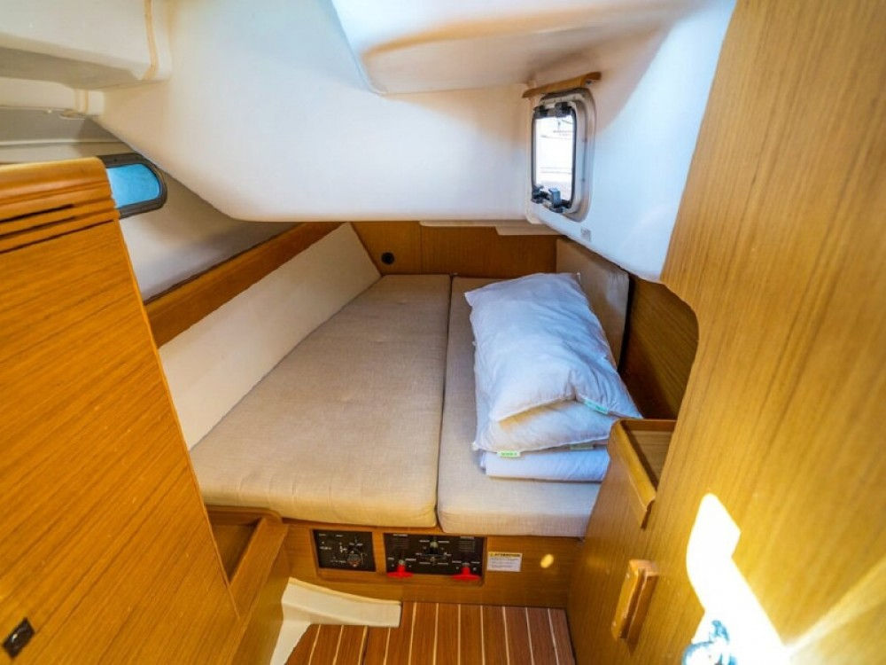 Jeanneau Sun Odyssey 42 i between personal and professional Barcelona