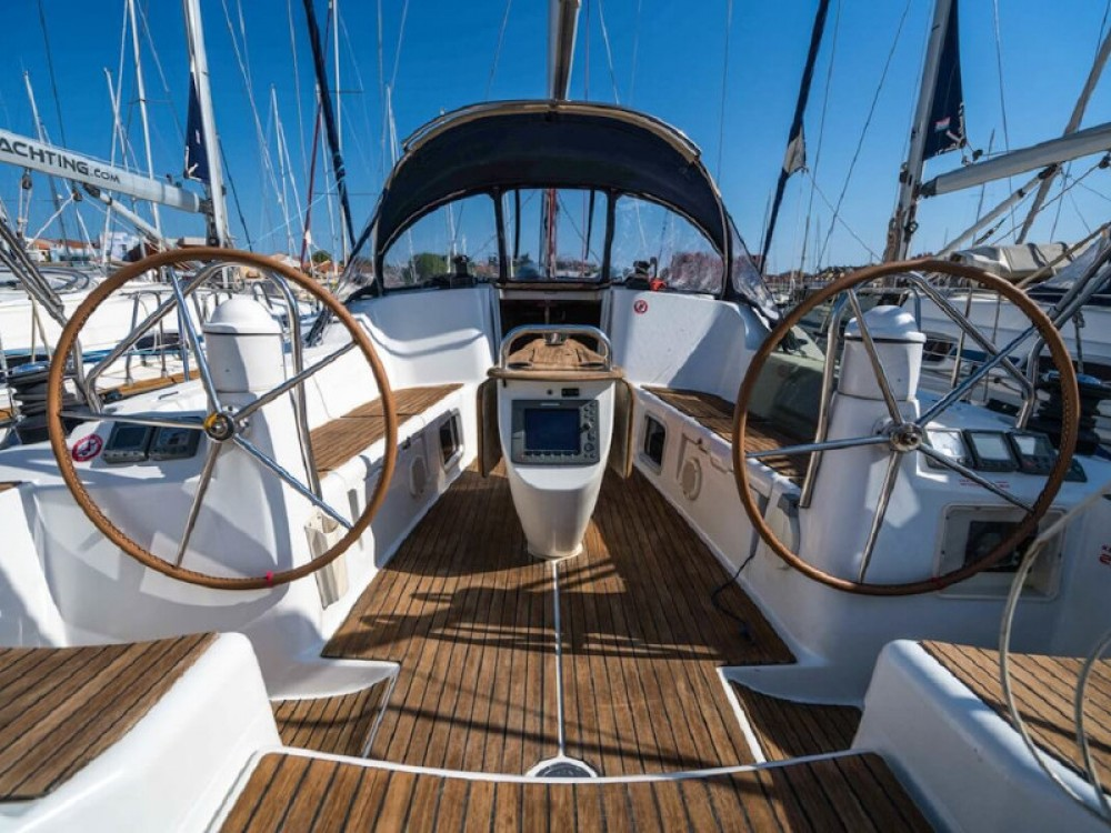 Hire Sailboat with or without skipper Jeanneau Port Olímpic