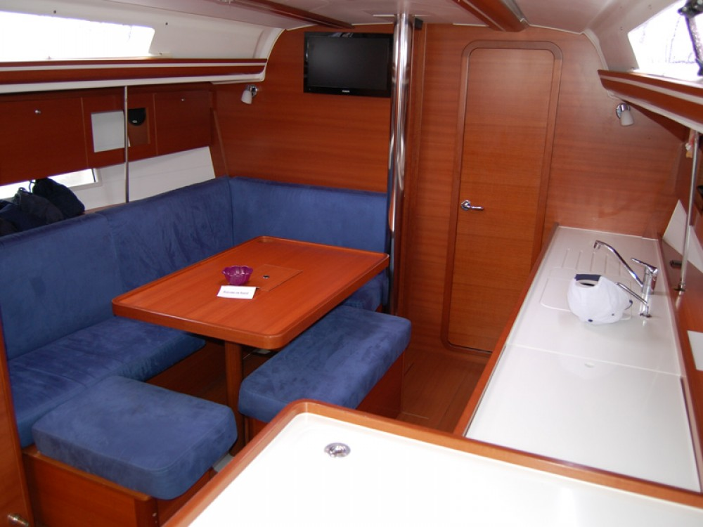 Boat rental Dufour Dufour 375 GL in Sukošan on Samboat