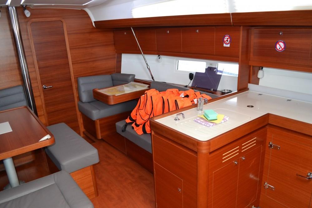 Boat rental Dufour Dufour 412 in Sukošan on Samboat