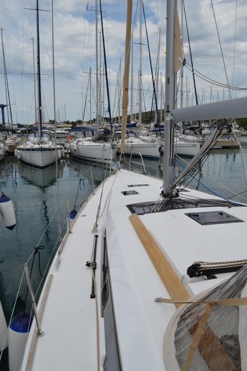 Rental Sailboat in Sukošan - Dufour Dufour 412
