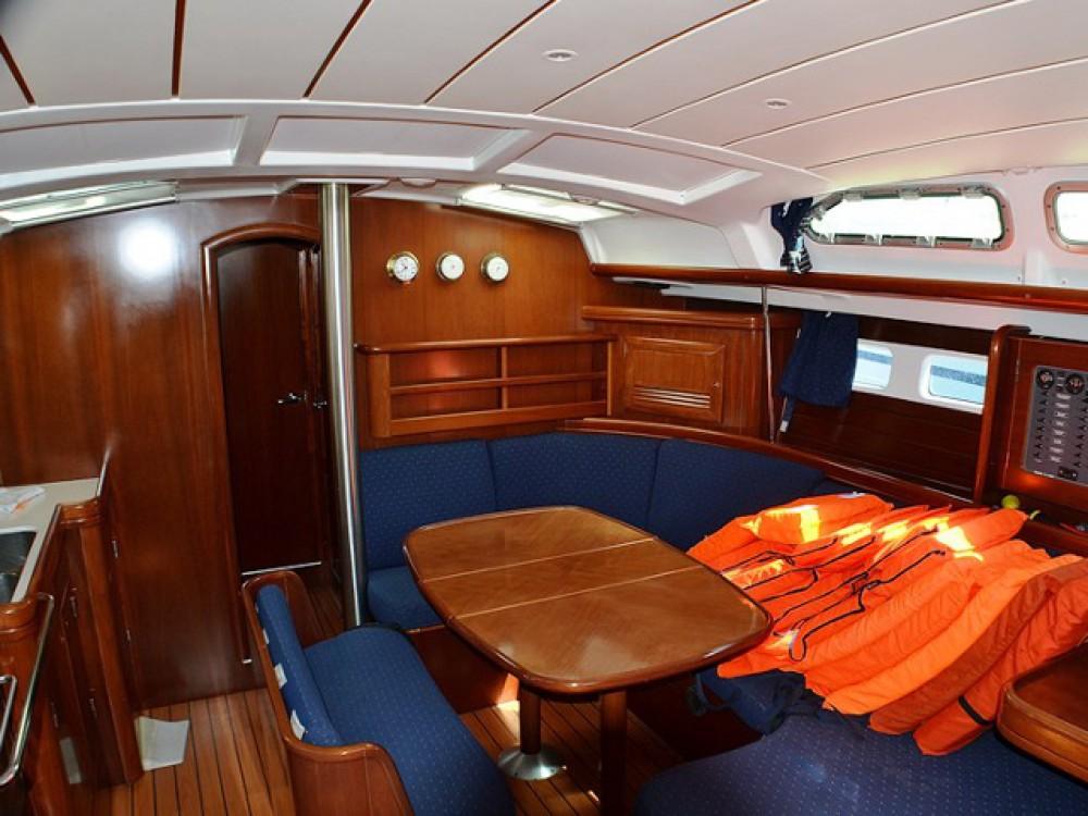 Rental Sailboat in Sukošan - Bénéteau Oceanis Clipper 423