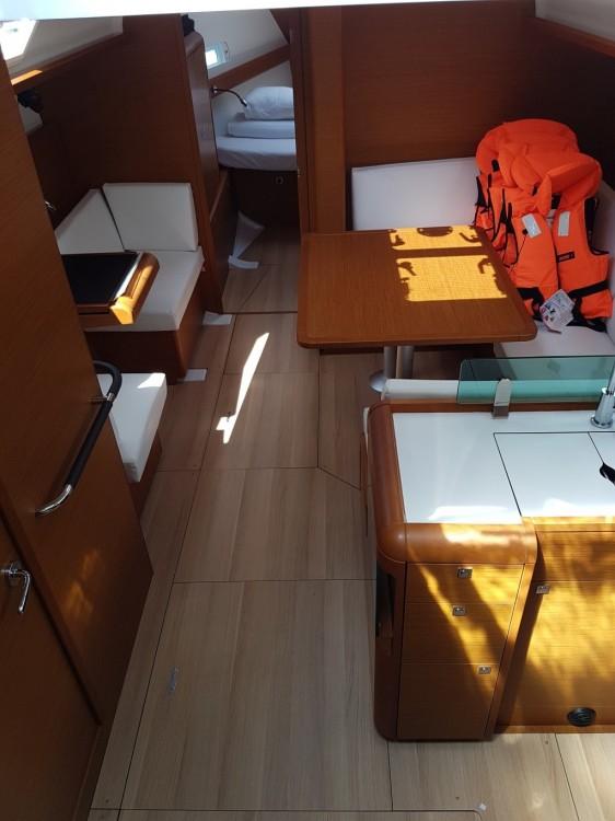 Boat rental Jeanneau Sun Odyssey 419 in Sukošan on Samboat