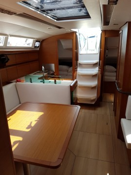 Jeanneau Sun Odyssey 419 between personal and professional Sukošan