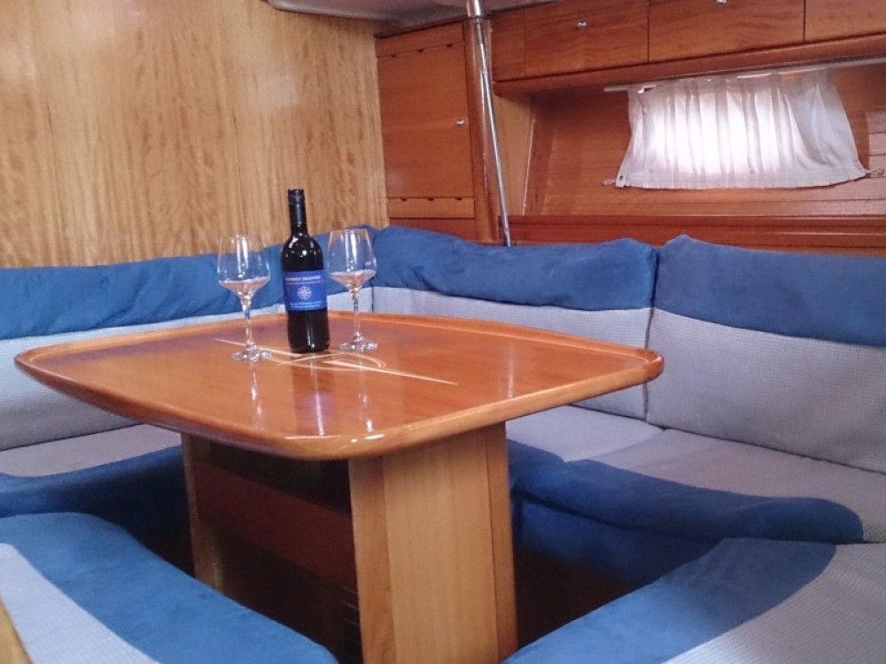 Boat rental Bavaria Bavaria 39 Cruiser in Primošten on Samboat