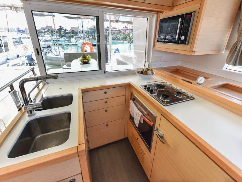 Rental yacht Victoria - Lagoon Lagoon 450 on SamBoat