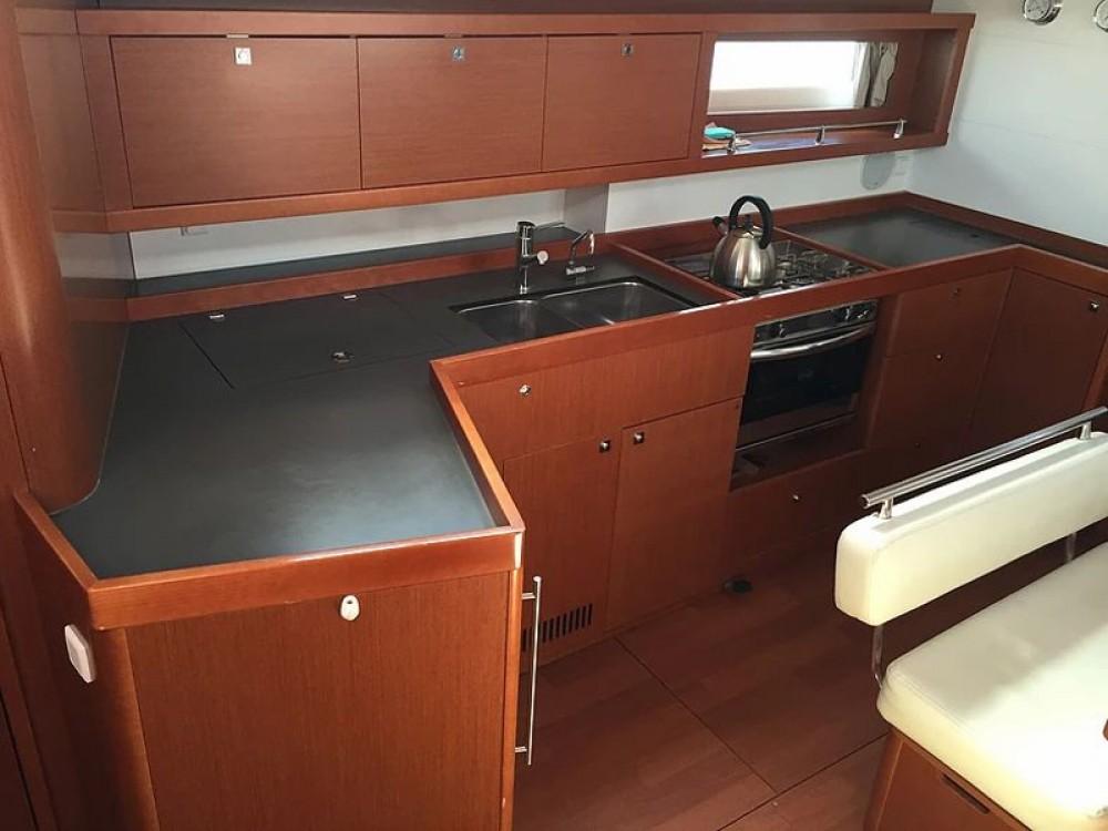 Rental yacht  - Bénéteau Oceanis 45 V on SamBoat