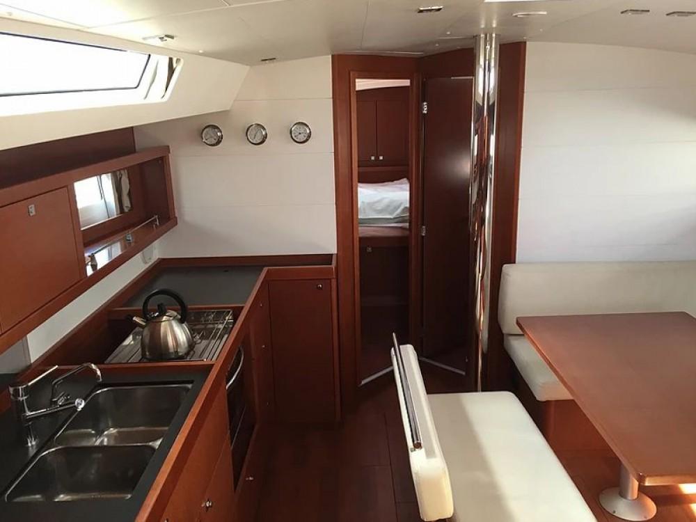 Rental Sailboat in  - Bénéteau Oceanis 45 V