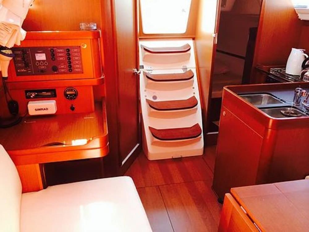 Rental Sailboat in Sukošan - Bénéteau Oceanis 31