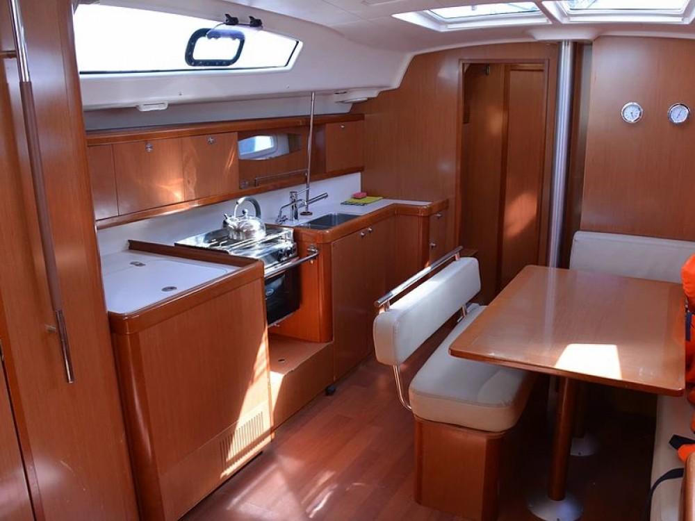 Rental yacht Sukošan - Bénéteau Oceanis 43 V on SamBoat