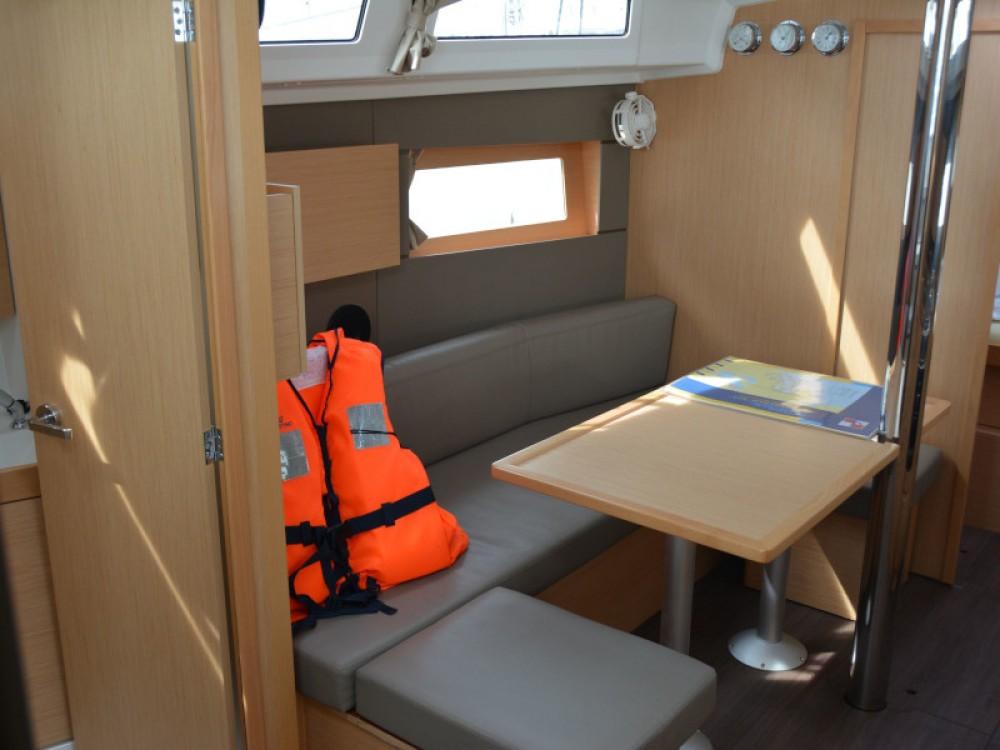 Boat rental Bénéteau Oceanis 38.1 in Sukošan on Samboat