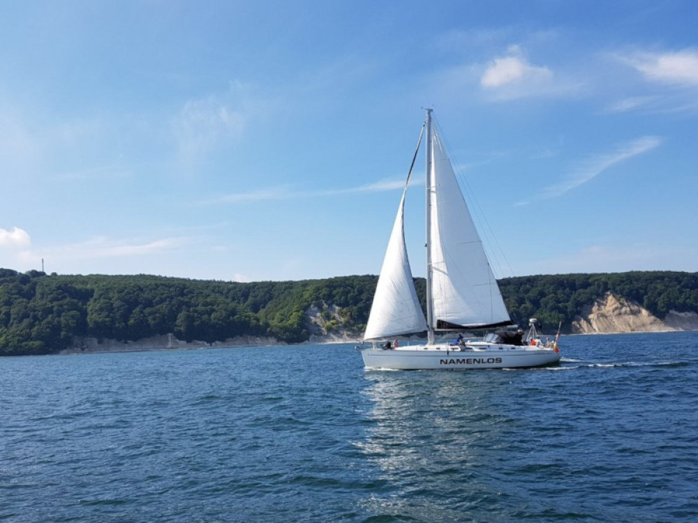 Hire Sailboat with or without skipper Bénéteau Divitz-Spoldershagen