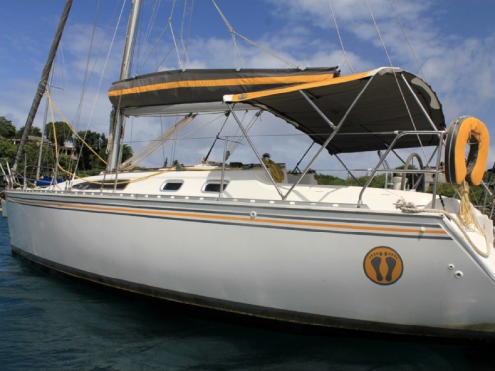 Hire Sailboat with or without skipper Jeanneau Calliaqua