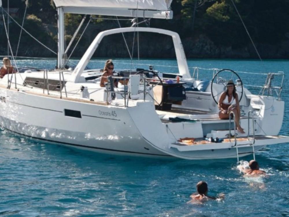 Boat rental Bénéteau Oceanis 45 in Calliaqua on Samboat