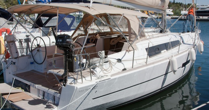 Rental Sailboat in Níkiti - Dufour Dufour 382 Grand Large