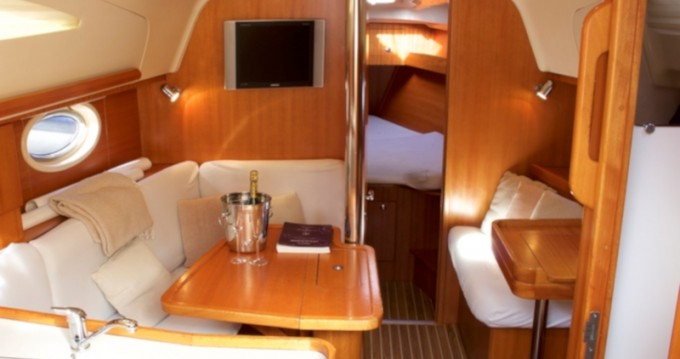 Hire Sailboat with or without skipper Elan Vigo