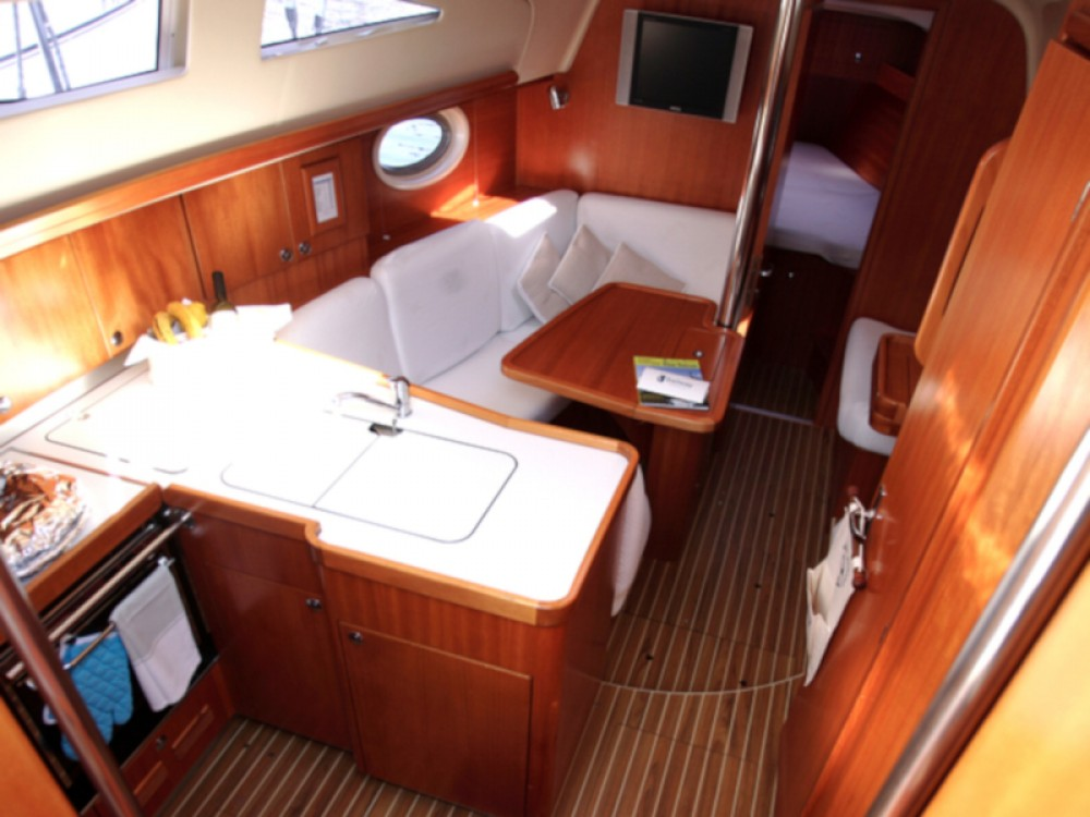 Sailboat for rent Galicia at the best price