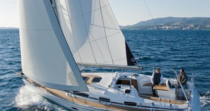 Rental yacht Lávrio - Bavaria Bavaria 34 Cruiser on SamBoat
