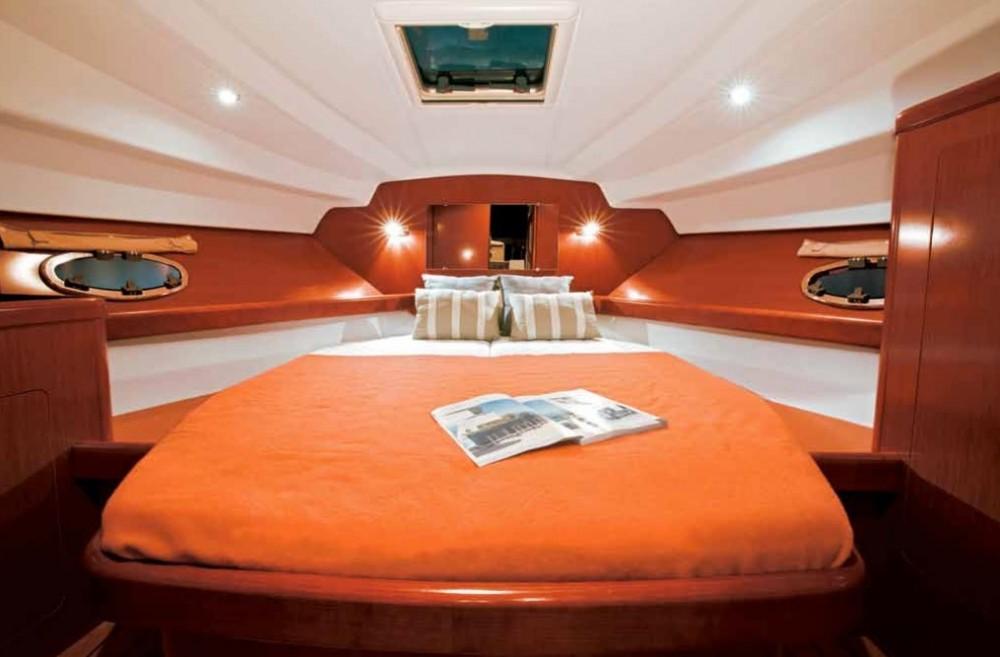 Boat rental Alzachèna/Arzachena cheap Antares 32 Fly