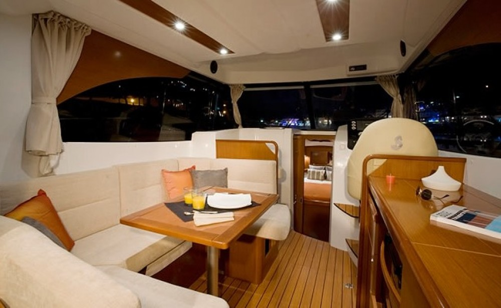 Boat rental Bénéteau Antares 32 Fly in Alzachèna/Arzachena on Samboat