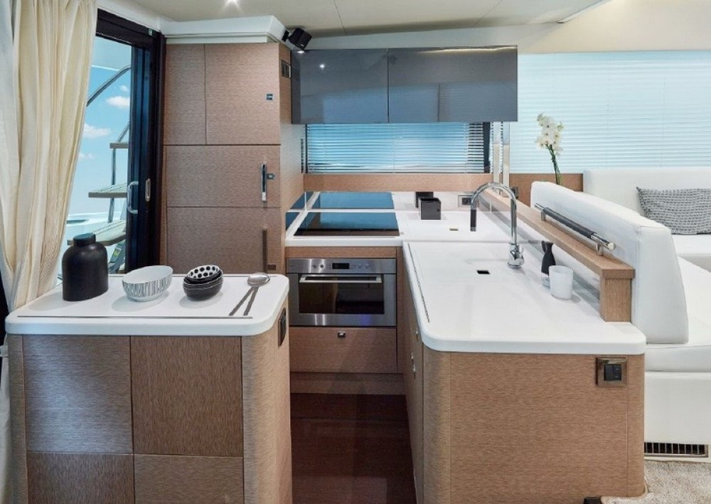 Rental yacht Cannigione - Jeanneau Prestige 500 Fly on SamBoat