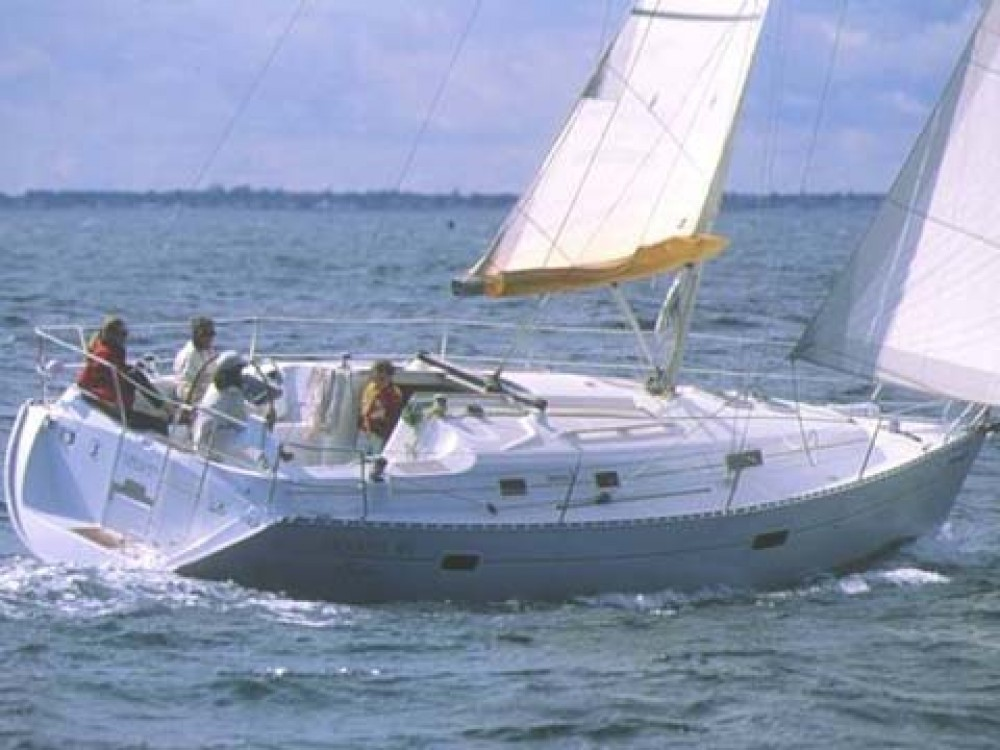 Hire Sailboat with or without skipper Bénéteau Álimos