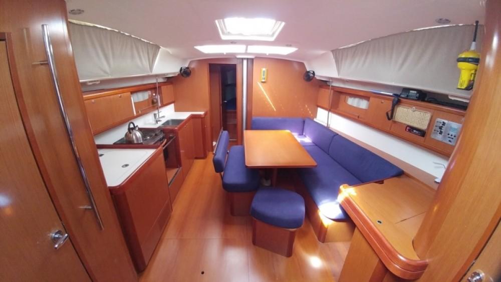 Rental yacht Alimos Marina - Bénéteau Oceanis 43 on SamBoat