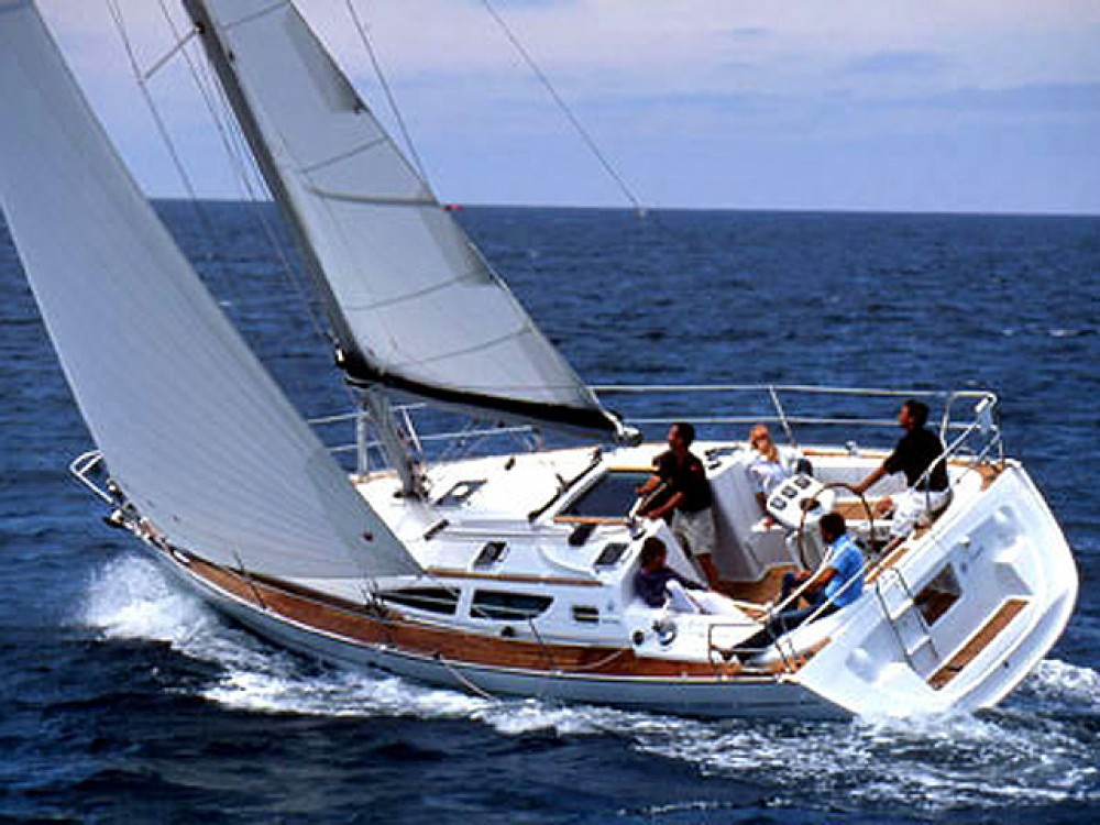 Rental Sailboat in Álimos - Jeanneau Sun Odyssey 35