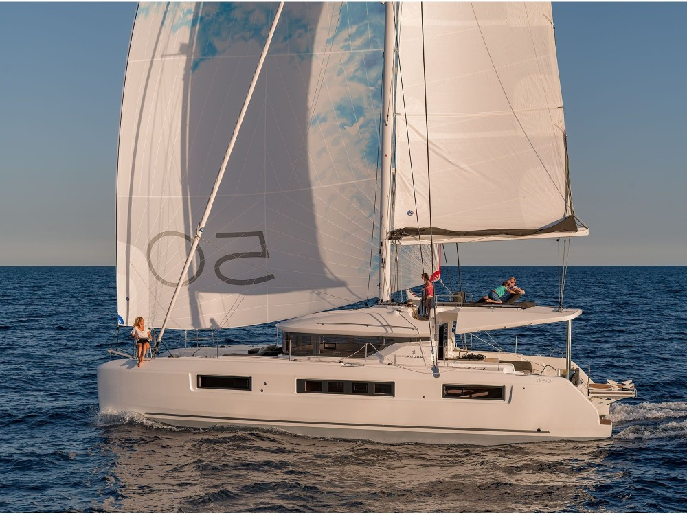 Lagoon Lagoon 50 LUX elegance (2019) equipped with airconditioning (saloon + cabins), generator, watermaker, ice maker, dishwasher, washer/dryer, 2 SUP, snorkelling equipment between personal and professional Slano