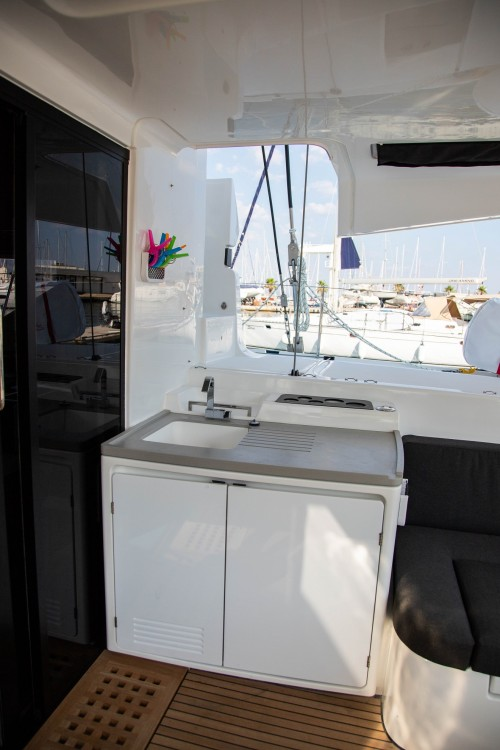Boat rental Lagoon Lagoon 50 LUX elegance (2019) equipped with airconditioning (saloon + cabins), generator, watermaker, ice maker, dishwasher, washer/dryer, 2 SUP, snorkelling equipment in Slano on Samboat