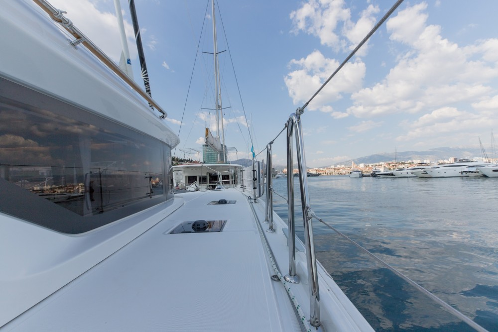 Rental Catamaran in Slano - Lagoon Lagoon 50 LUX elegance (2019) equipped with airconditioning (saloon + cabins), generator, watermaker, ice maker, dishwasher, washer/dryer, 2 SUP, snorkelling equipment